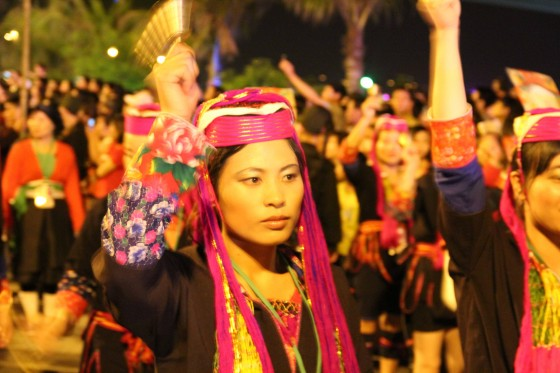 Groups representing the Nung, Muong, Kh'me, Hre, Hmong, Ede, Co Tu, Gia Rai, Ngai, Xu Dang, Co Ho and Ha Nhi peoples also attended the celebrations in Halong City.